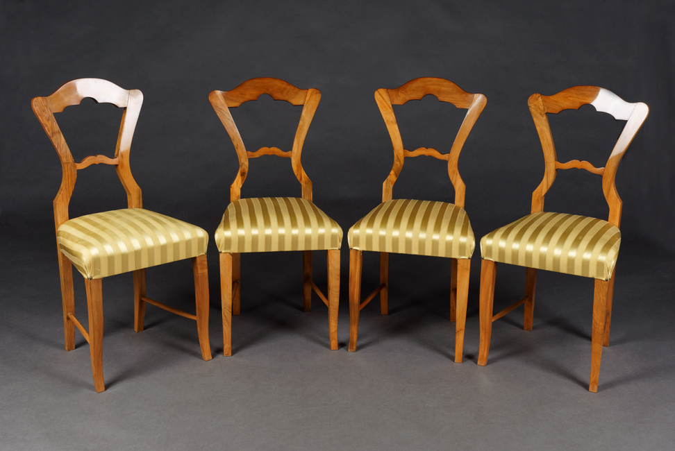 Dimensions Chairs: Height: 97 Cm. Width: 45 Cm. Depth. 43 Cm. Seat Height.  50 Cm