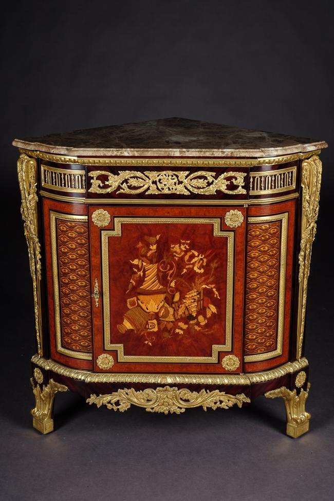Coin Kommode Commode dans le Style Louis XVI Style après Jean Henri ...